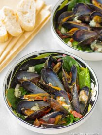 Perfect Mussels Recipe with Blue Cheese and Bacon (Moules Fromage Bleu) | ASpicyPerspective.com