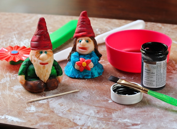 How to Paint Fondant