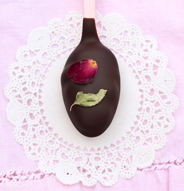 Fab Chocolate and Roses Truffle Spoons - Easy Truffle Recipe #valentinesday