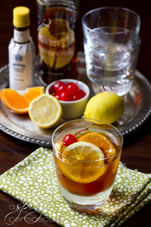 Sweet Tea Old Fashioned Cocktail | ASpicyPerspective.com #cocktails #ryangosling