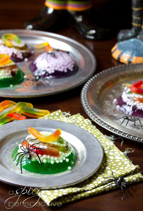worm and spider halloween jello treat that is both creepy and creative