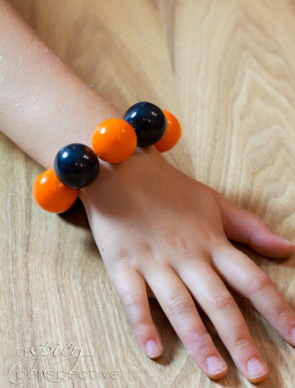 Food Craft: Gumball Bracelets | ASpicyPerspective.com #KidFriendly #Halloween #EdibleGifts #Gumballs