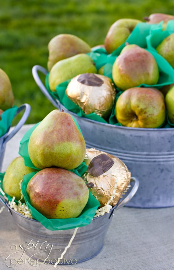 Harry and David Comice Pears | ASpicyPerspective.com #Gifts #Holidays