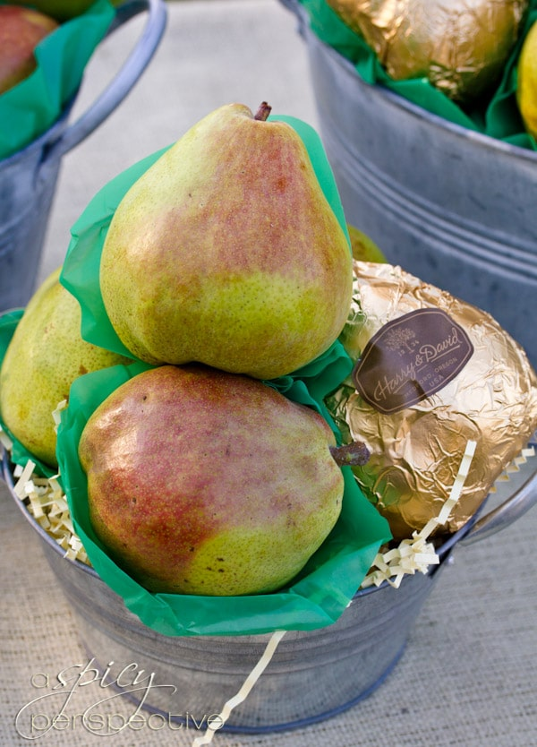 Harry and David Pears | ASpicyPerspective.com #Oregon #gifts #travel