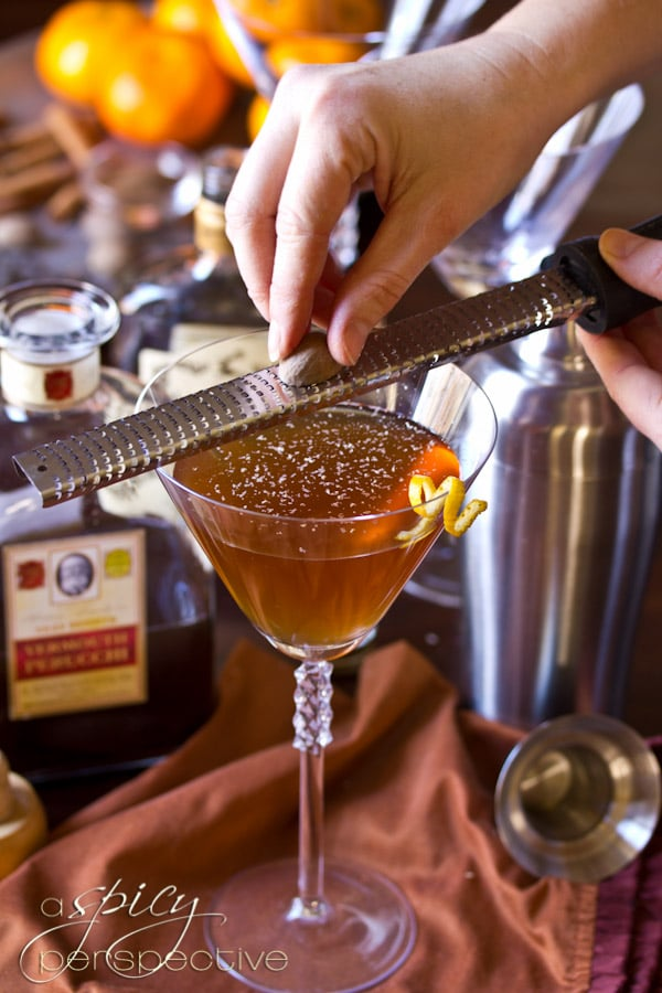Holiday Spiced Manhattan Cocktail Recipe | ASpicyPerspective.com #holiday #cocktails
