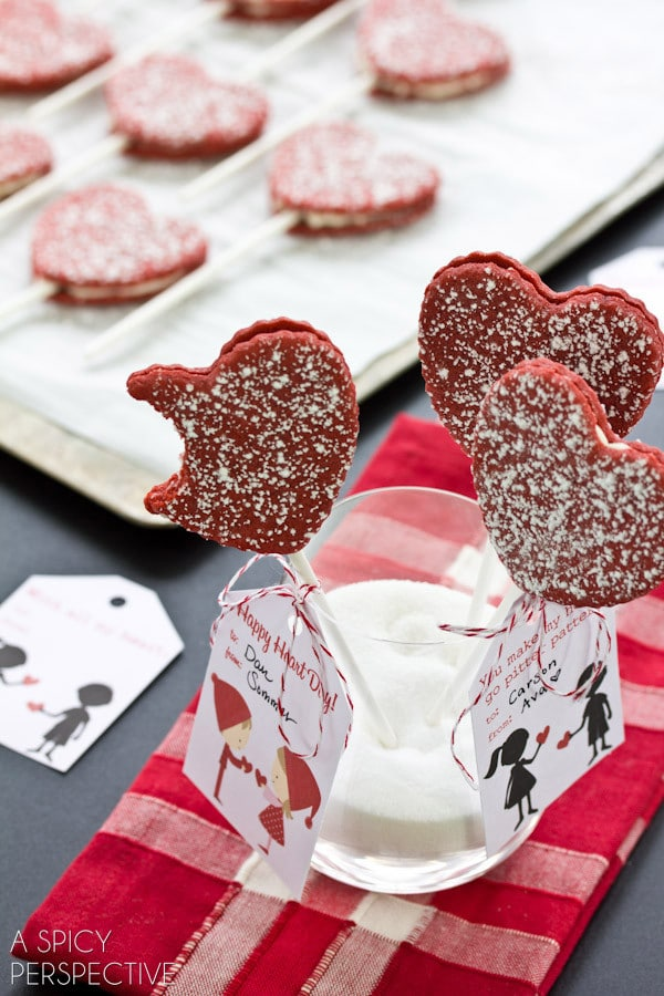 Easy Red Velvet Cookie Pops for #ValentinesDay + Free Printable Tags!
