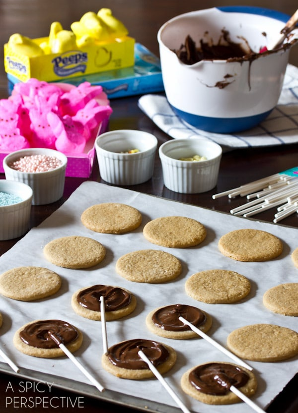 Easy Easter S'mores Cookies on a stick! #easter #cookies #smores #spring