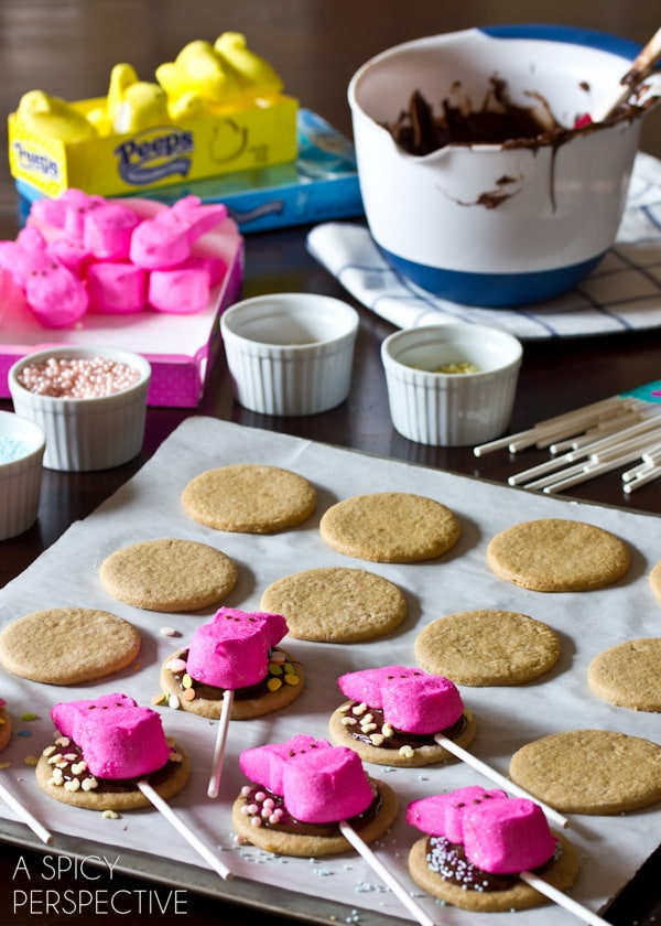 Simple Easter S'mores Cookies on a stick! #easter #cookies #smores #spring