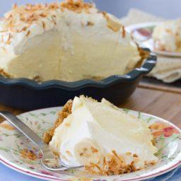 Best Banana Cream Pie Recipe | ASpicyPerspective.com #pie #banana #easydessert