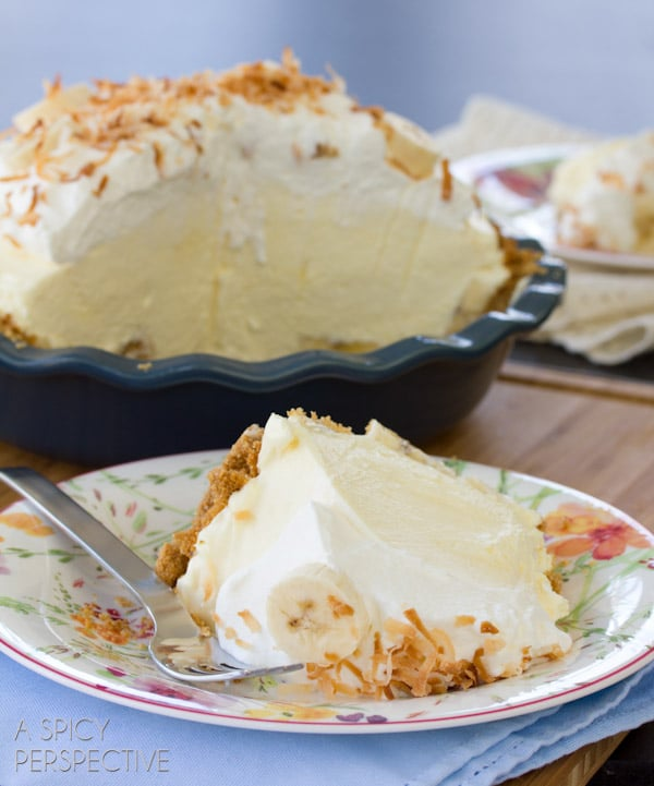 Best Banana Cream Pie Recipe | ASpicyPerspective.com #pie #banana #easydessert