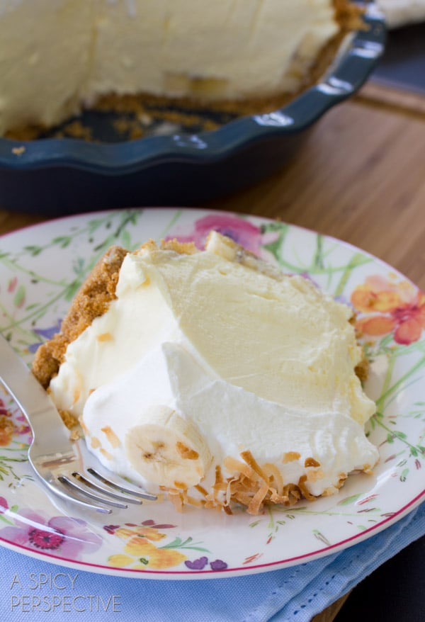 Classic Banana Cream Pie Recipe | ASpicyPerspective.com #pie #banana #easydessert
