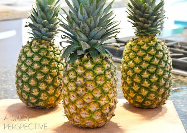 How to Pick a Pineapple - @Sommer | A Spicy Perspective #howto #cooking #cookingtips #pineapple