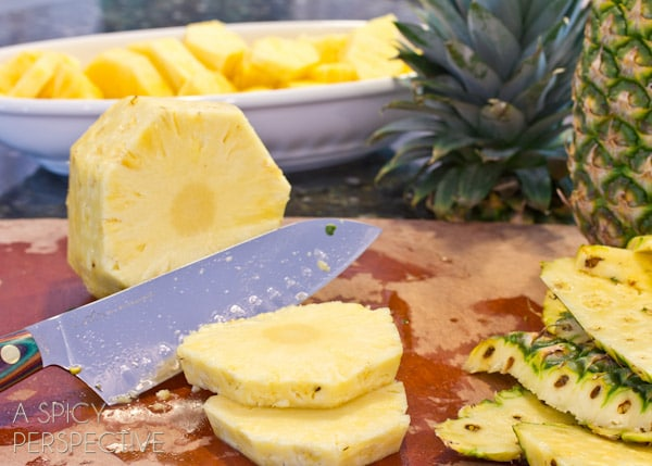 How to Cut a Pineapple - @Sommer   A Spicy Perspective #howto #cooking #cookingtips #pineapple