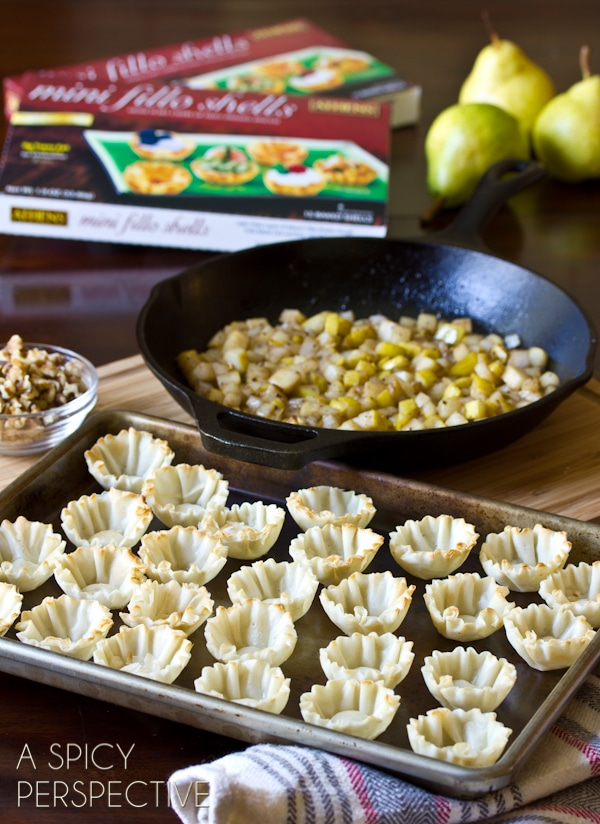 How to Make Mini Pear and Blue Cheese Strudels #partysnacks #entertaining #fall #pear