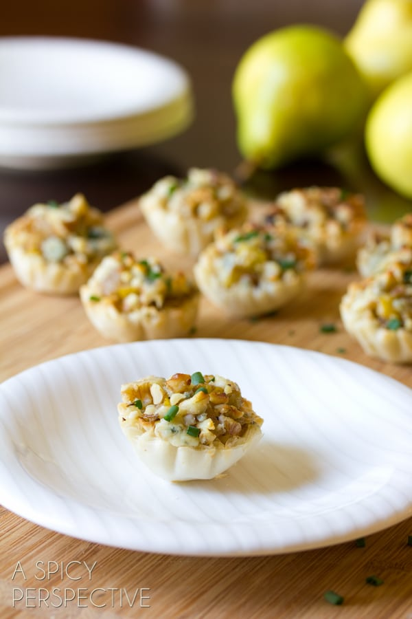 Easy Mini Pear and Blue Cheese Strudels #partysnacks #entertaining #fall #pear