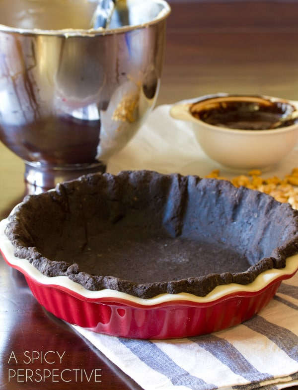 How to Make Chocolate Peanut Butter Pie | ASpicyPerspective.com #chocolate #peanutbutter #pie #fall #holidays