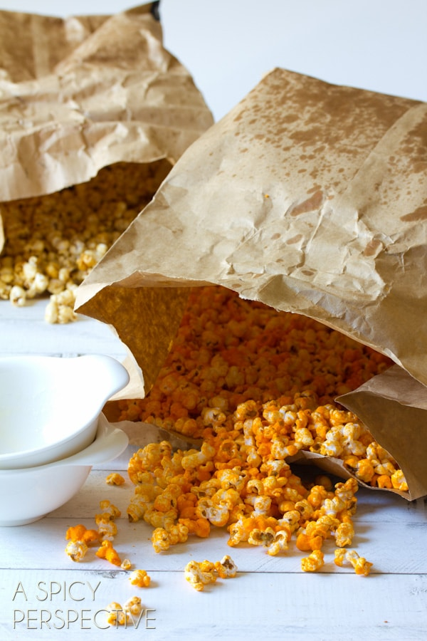 "Copycat Garretts Popcorn AKA ""Chicago Mix Popcorn"" #caramel #popcorn #cheese #fall #holidays #party #ediblegifts"