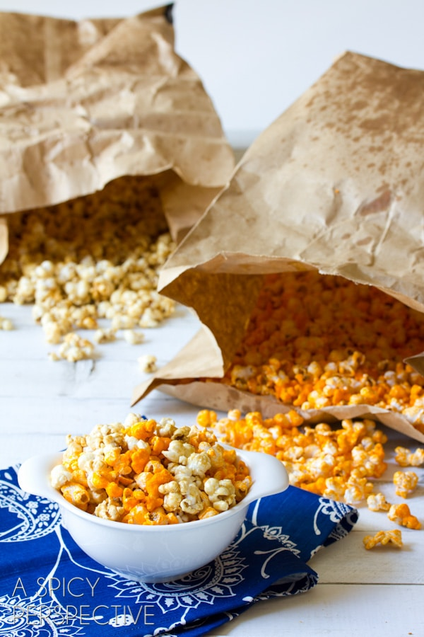 "Awesome #Copycat Garretts Popcorn AKA ""Chicago Mix Popcorn"" #caramel #popcorn #cheese #fall #holidays #party #ediblegifts"