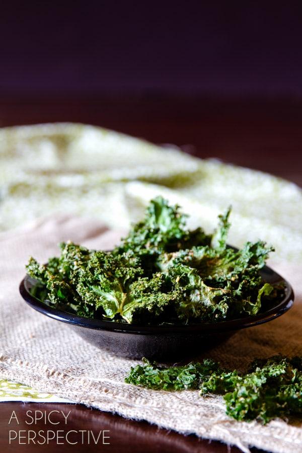 Easy Baked Kale Chips Recipe #kale #healthy #fall #vegan #paleo