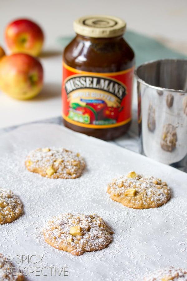 Caramel Apple Oatmeal Cookies Recipe #cookies #fall #caramelapple #oatmealcookies