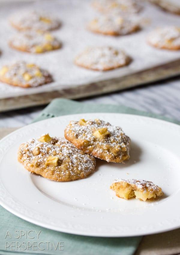 Easy Caramel Apple Oatmeal Cookies #cookies #fall #caramelapple #oatmealcookies