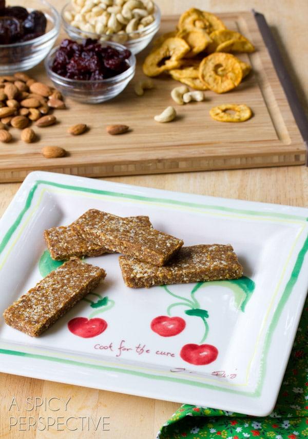 5 Minute Larabar Recipe that saves money on #healthy #snacks! #copycat #recipe