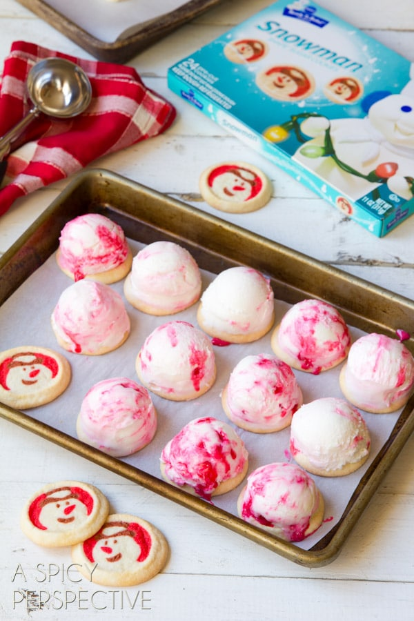 Making Peppermint Cookie Bon-Bombs - Homemade #IceCream and #Cookie Bon Bons covered in #Chocolate! #peppermint