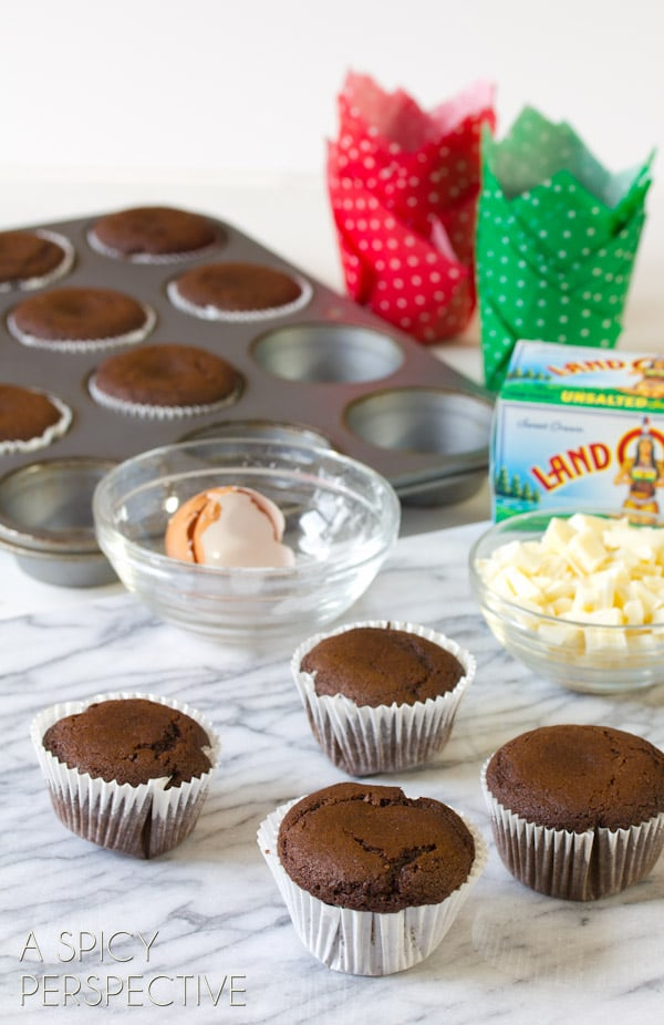 These spiced Glazed Gingerbread Muffins make a wonderful edible gift ...