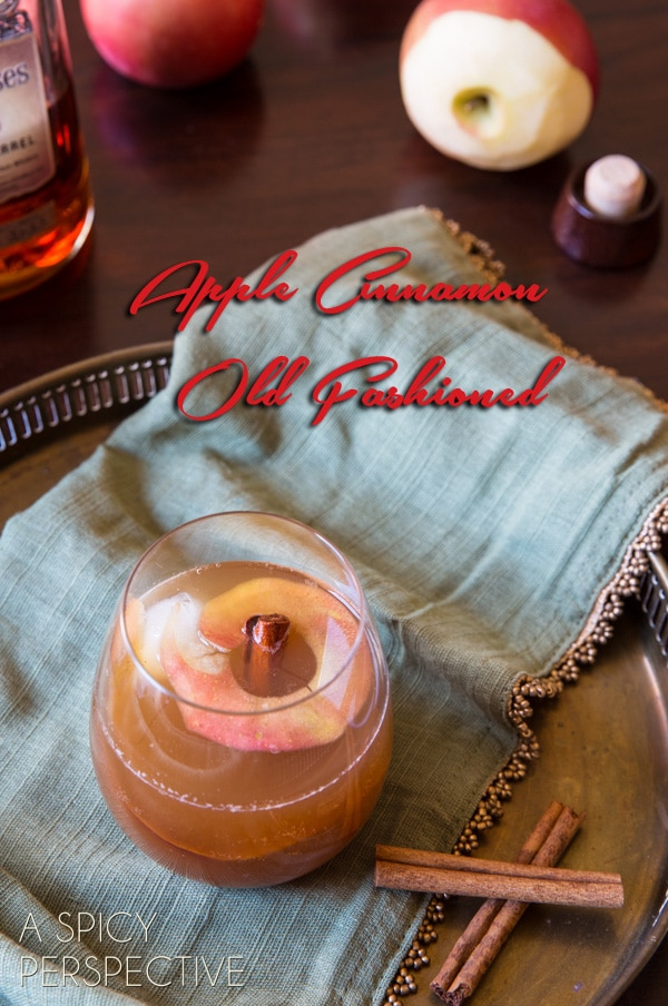 Apple Cinnamon Old Fashioned {Cocktail} New Year's Eve Cocktail #holiday #newyearsevecocktail #cocktail