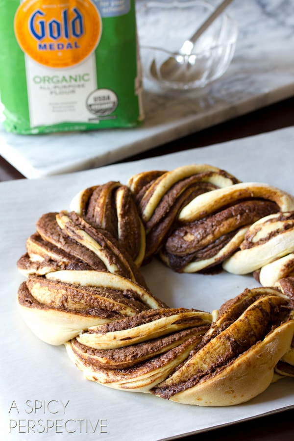 Chocolate & Cinnamon Bread Wreath #christmas #holidayrecipe #bread #nutella