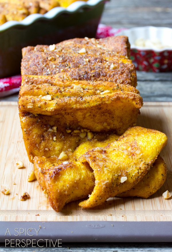 Pumpkin Bread Recipe that is a savory-sweet Pull Apart Bread! #ediblegifts #holidays #christmas #pumpkin