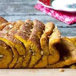 Pumpkin Bread Recipe that is a savory-sweet Pull Apart Bread! #ediblegifts #holidays #christmas #pumpkin