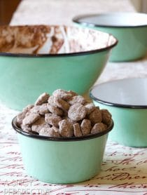 Simple #DIY Chai Puppy Chow #Recipe - Makes a great edible gift! #ediblegift #christmas #holiday