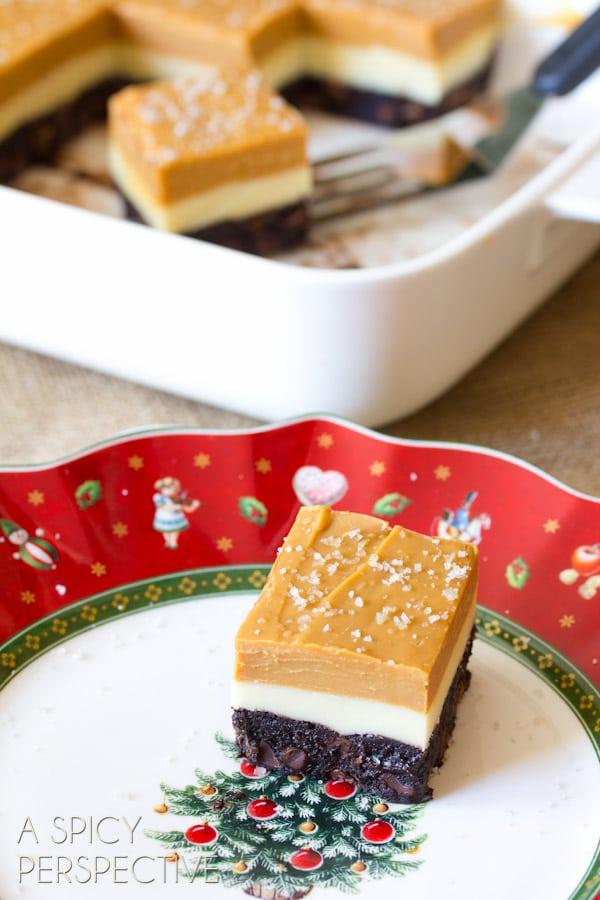Easy Salted Caramel Eggnog Fudge Brownies #christmas #brownies #fudge #holiday #ediblegifts