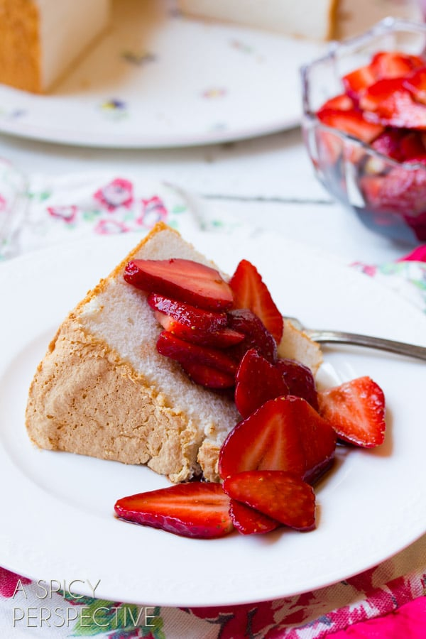 Angelic Angel Food Cake with Balsamic Strawberries! #angelfoodcake #strawberry #valentinesday