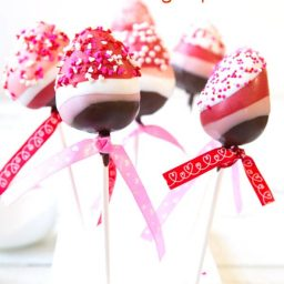Chocolate Dipped Strawberry Pops #ValentinesDay #chocolate #strawberry #pops #holidays #gifts