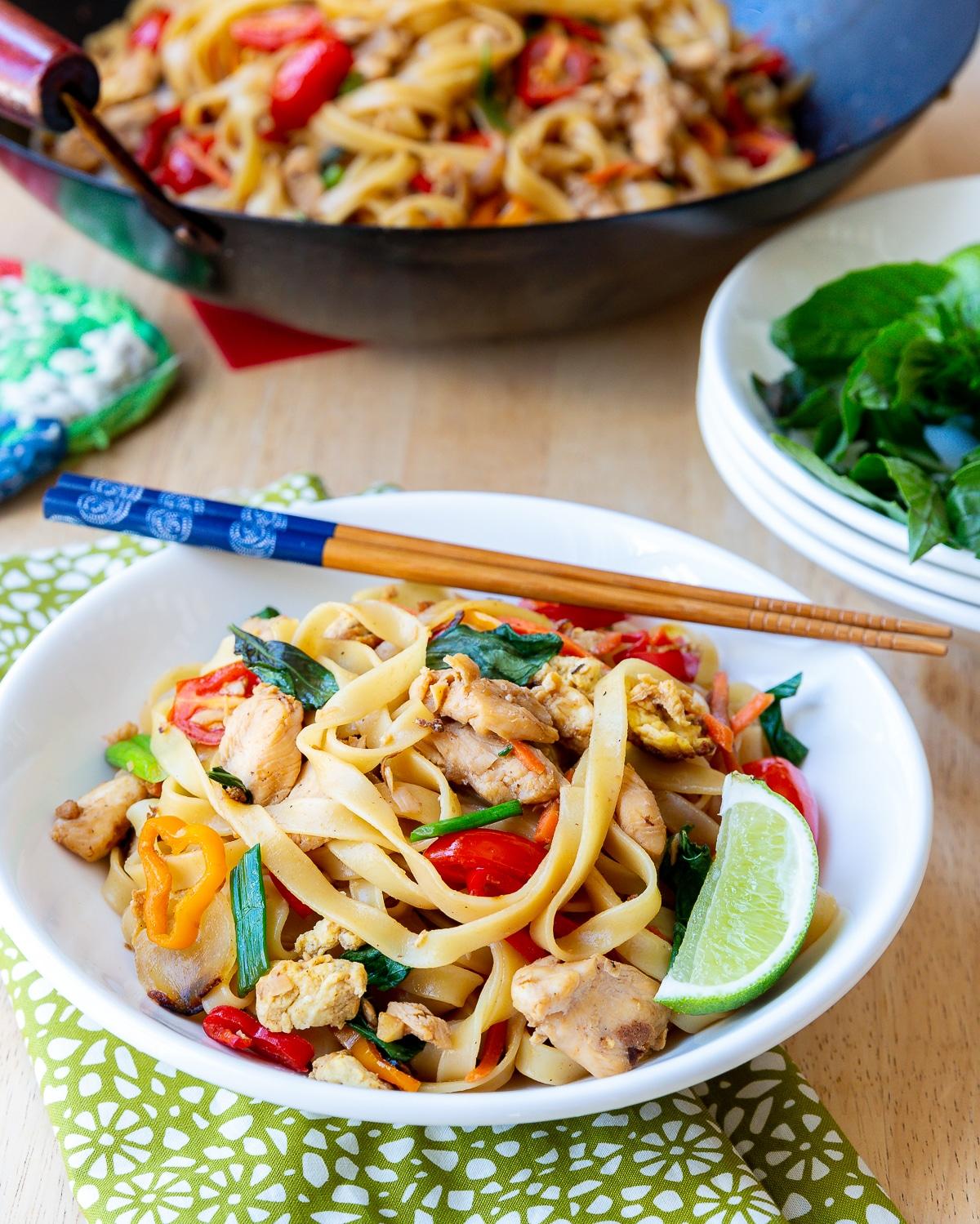 how to make pad kee mao aka drunken noodles
