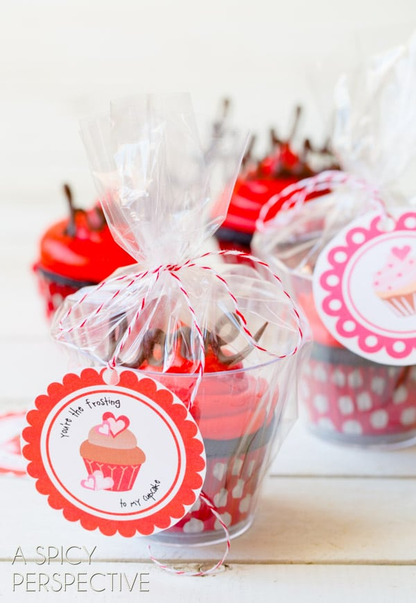 Edible Gifts - Dark Chocolate Cupcake Recipe with Red Velvet Frosting #valentinesday #valentine #cupcakes #chocolate #freeprintables