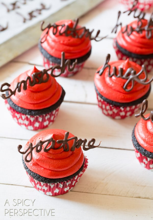Brilliant Dark Chocolate Cupcake Recipe with Red Velvet Frosting #valentinesday #valentine #cupcakes #chocolate #freeprintables