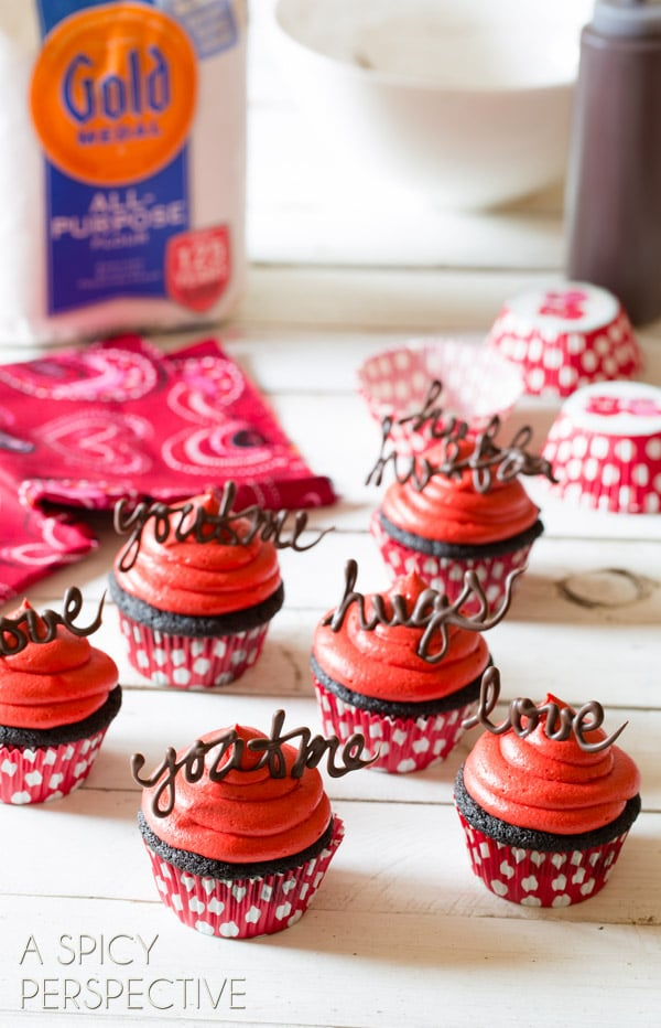Dark Chocolate Cupcake Recipe - Red Velvet Frosting #valentinesday #valentine #cupcakes #chocolate #freeprintables