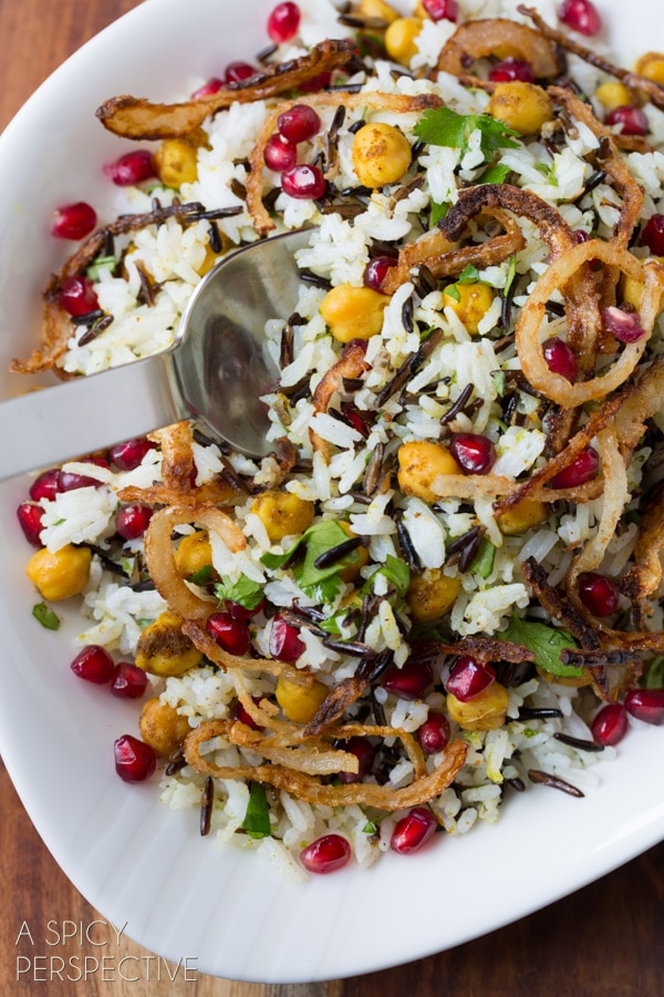 Healthy Mediterranean Wild Rice Recipe with Pomegranate and Chickpeas #vegetarian #vegan