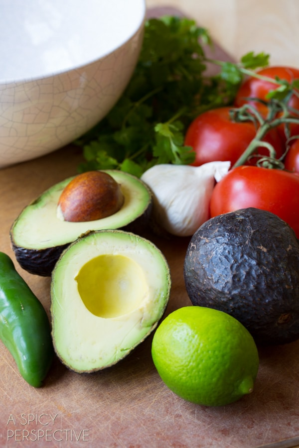 Awesome Easy Guacamole Recipe + Ideas for Add-Ins! #guacamole #fresh #avocado #cincodemayo