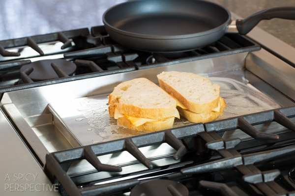 The Perfect Grilled Cheese - Easy Steps to the perfect sandwich! #grilledcheese #cheese #sandwich