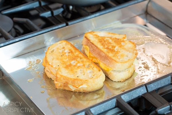 How to Make Perfect Grilled Cheese - Easy Steps to the perfect sandwich! #grilledcheese #cheese #sandwich
