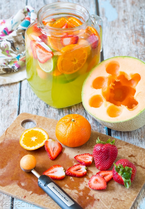 How To: White Sangria with Melon, Ginger Liqueur and Berries! #sangria #summer #cocktails #party