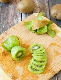 How To: Peel a Kiwi (and slice it!) #howto #cooking #kiwi