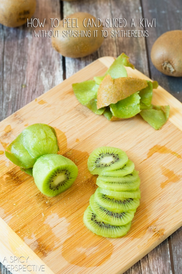 How to Peel a Kiwi (and slice it!) #howto #cooking #kiwi