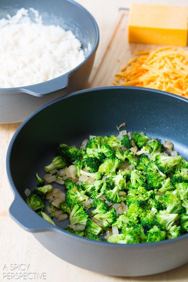 How to Make Broccoli Cheese Rice Casserole MINI PIES! #sidedish #lunchbox #kids #backtoschool