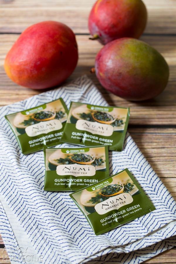 Making Mango Smoothie with Green Tea! #smoothie #greentea