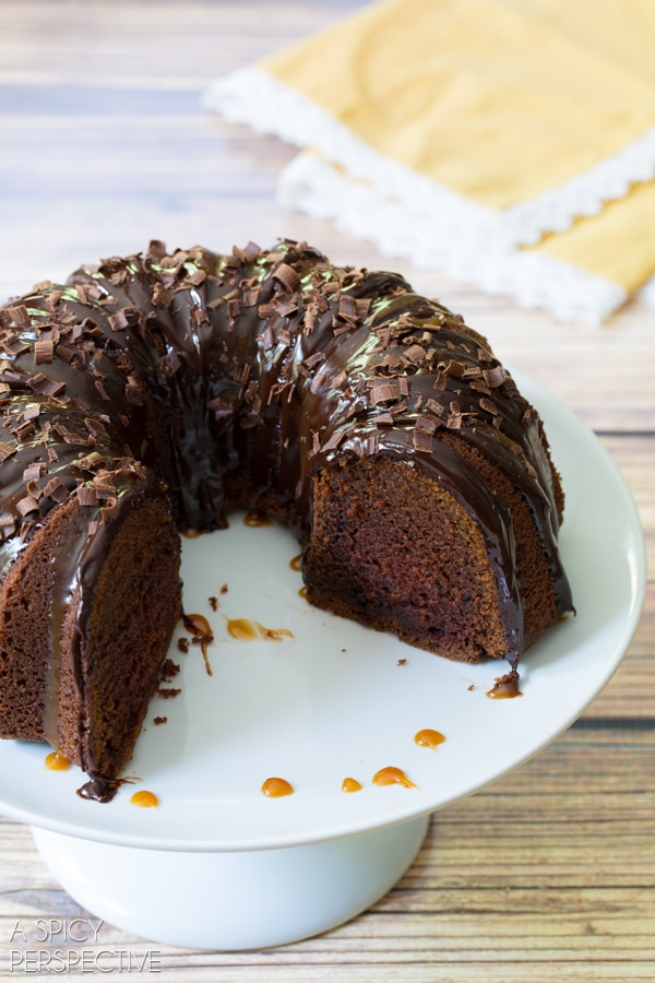 Easy Baileys Irish Cream Bundt Cake #cake #bundtcake #baileysirishcream